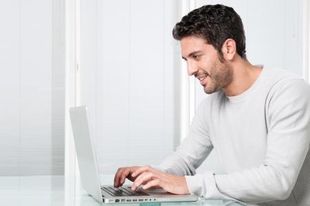 4 egenskaber ved tidsregistreringssoftware som du skal kigge efter
