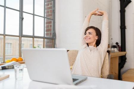 Hvordan du registrerer medarbejdertid med en enkel timeseddel
