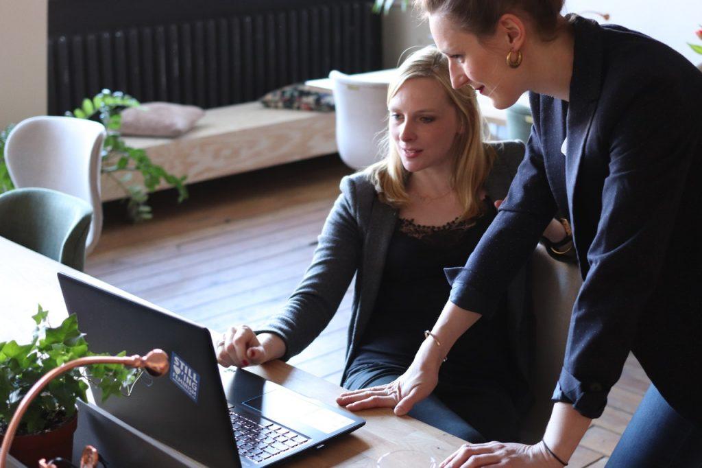 7 fordele ved tidsregistreringssoftware til timeregistrering på projekter