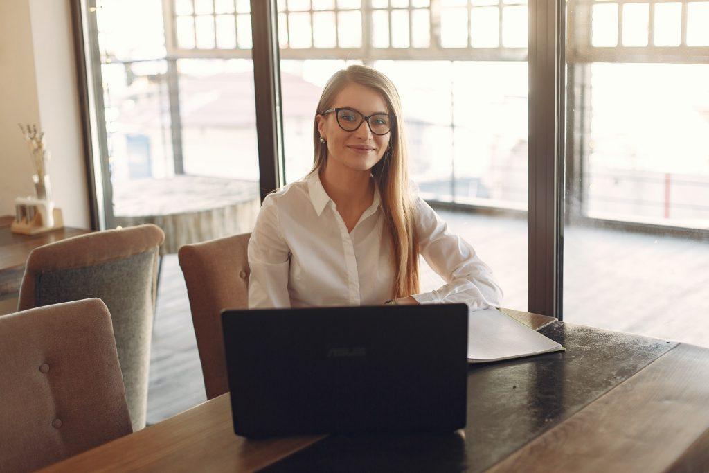 Sådan registreres medarbejdertid med tidsregistreringssoftware i Outlook